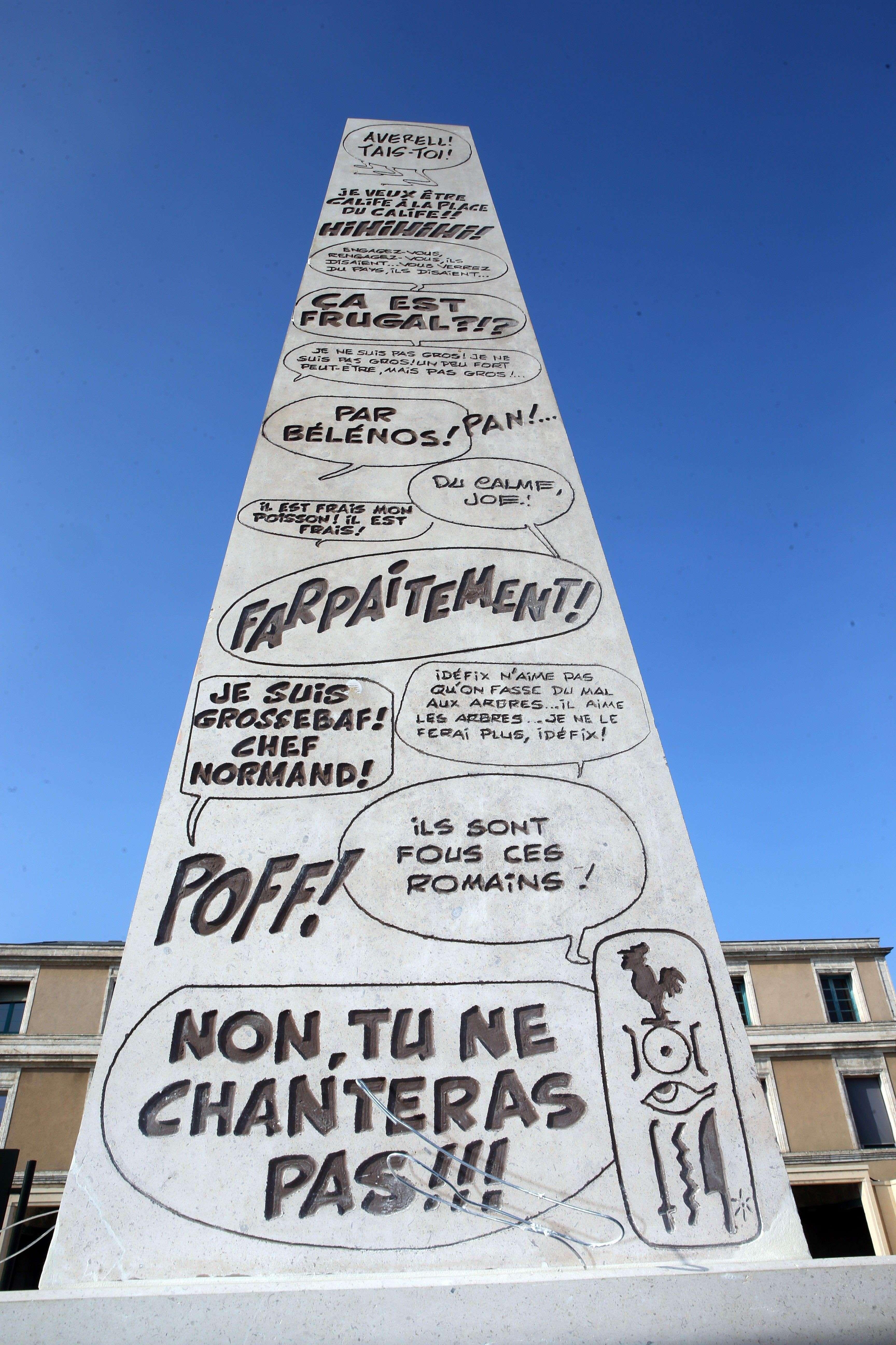 Obélisque érigé en l'honneur de René Gosciny, photo de Renaud Joubert pour Charente Libre